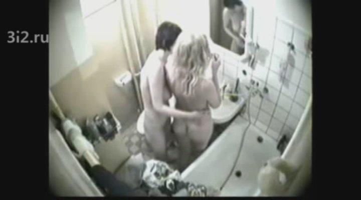Скрытая камера женском туалете в общежитии трахаются мужиками